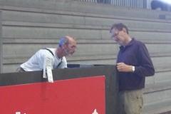 Knud Erik og Gunner reparerer dommerpult