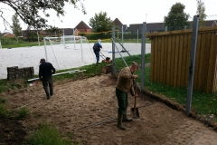 Fliselægning ved tennisbaner